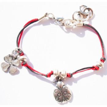 Bracelet enfant coton ciré , rouge et noir, pampille coccinelle et  trèfle, métal argenté