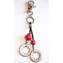 Bijoux de sac, perle céramique rouge, cercle métal argenté