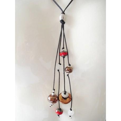 Collier perle tchèque rouge, perle céramique rouge, lien coton ciré noir