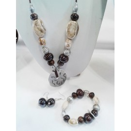 Parure Perle céramique, beige et marron, lien noir cuir