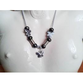 Collier perle céramique noir, papillon bleu, métal argent