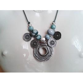 Collier perle céramique vert marbré, cercle et pampilles métal argent