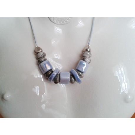 Collier perle céramique grise, bleu clair, lien noir