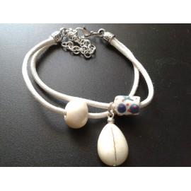 Bracelet perle céramique beige, ivoire, lien blanc