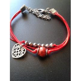 Bracelet perle céramique rouge, lien rouge , pampille coeur , chaine métal argent
