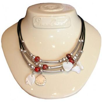 Collier tubes monté sur cordon avec perles en céramique rouge et pampilles en nacre