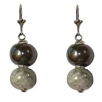 Boucles d'oreilles avec deux perles céramique de 12 mm grise et marron