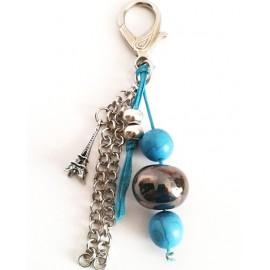 Bijoux de sac , perle céramique bleu et perle turquoise ,métal argenté
